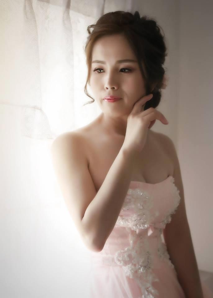 嘉義新秘, 新秘, 新娘秘書, 白紗造型, 歐風線條新娘造型 , HD高清噴槍底妝 ,花苞高雅造型
